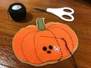 Stitch your felt pumpkin