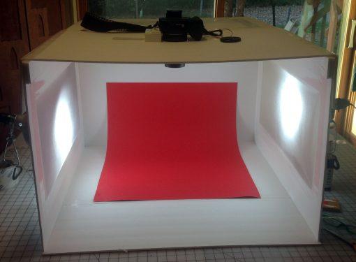 DIY Light Box for Gorgeous Photos | JenuneMom.com