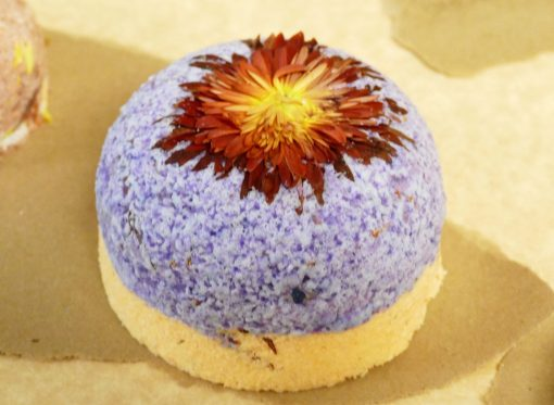 Bath Bomb DIY with dried flowers — get the recipes and tutorial! | JenuineMom.com