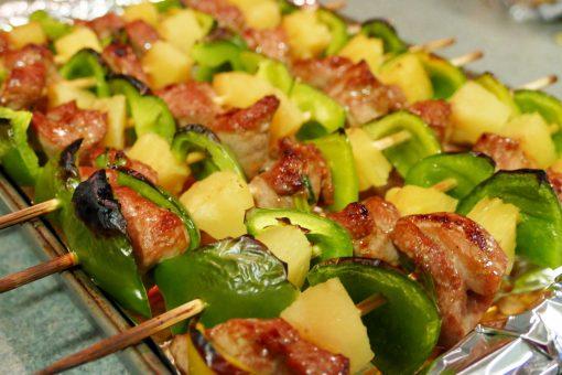 Hawaiian Pork & Pineapple Kabobs with Homemade Teriyaki Sauce | JenuineMom.com
