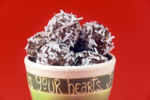 Date-Coconut Protein Balls | JenuineMom.com