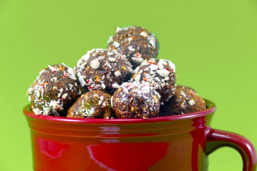 Peppermint Mocha Protein Balls | JenuineMom.com