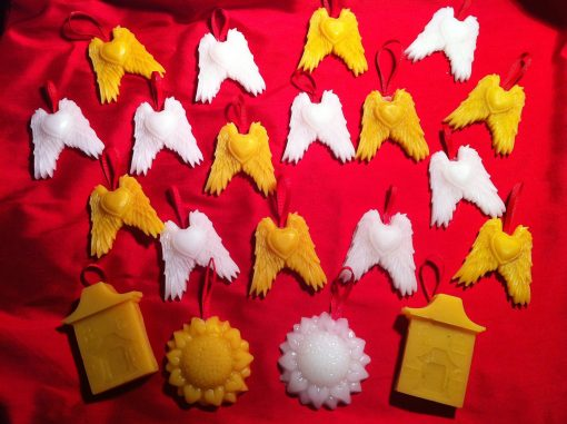 DIY Beeswax Ornaments for holiday gifts and sewing | JenuineMom.com