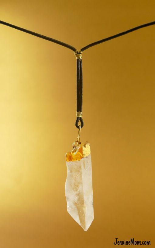 DIY Jyn Erso's Kyber Crystal Necklace | JenuineMom.com