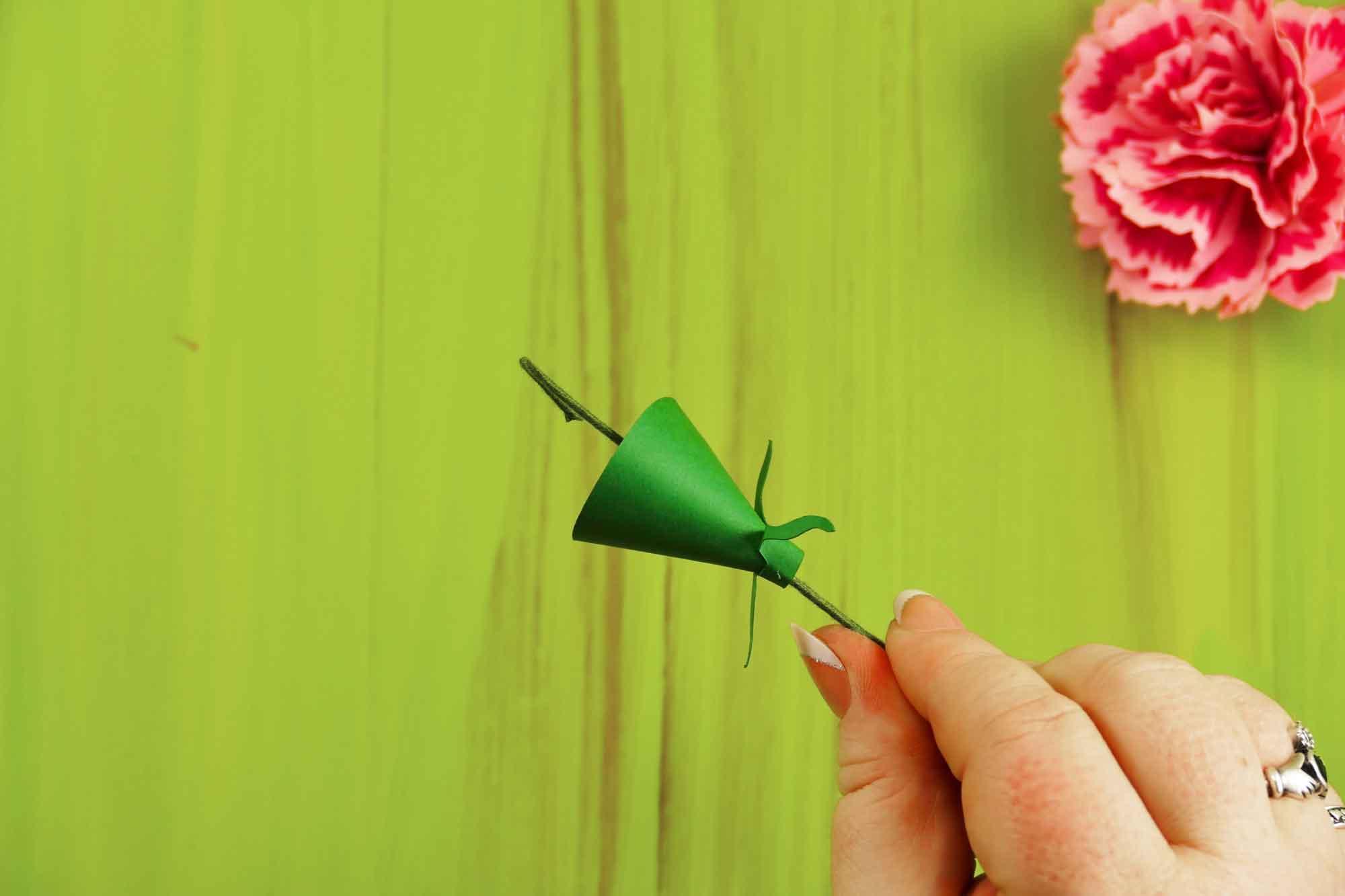 Rolled Paper Carnation Tutorial Free Svg Files Jennifer Maker
