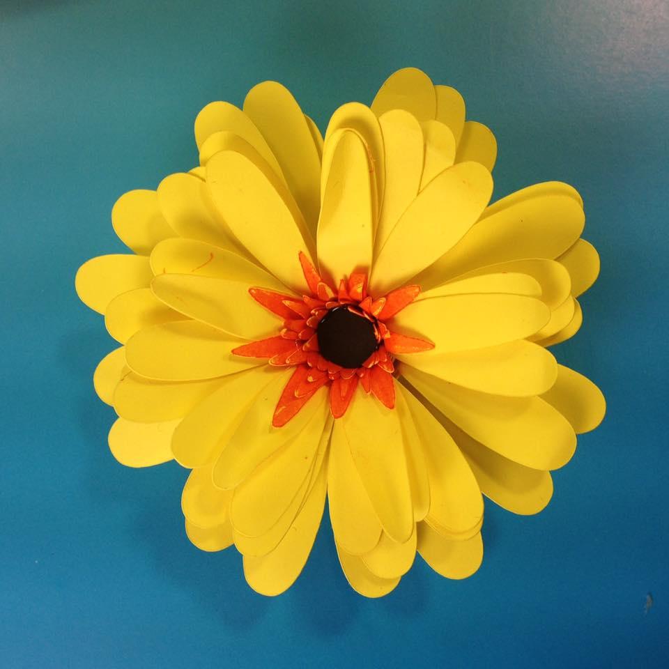 A pretty paper daisy