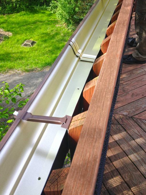 Easy gutter garden on a deck rail