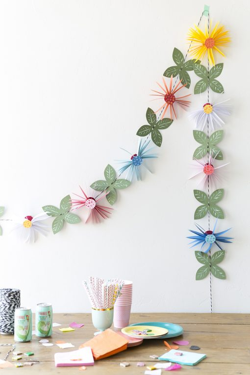 Paper flower projects the best tutorials jennifer maker paper flower garland paper flower projects tutorials mightylinksfo