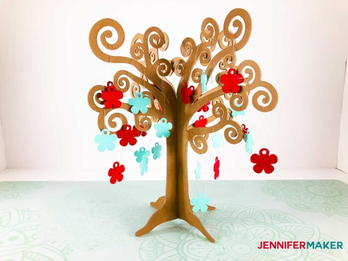 3D Tree Jennifermaker with ornaments finished