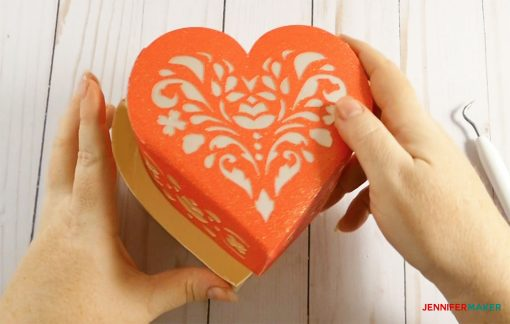 Put the lid on your 3d paper heart box