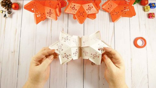Attach two stars together to begin your 3D paper star