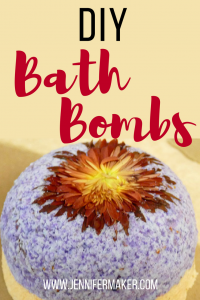 Easy bath bombs! Learn how to make homemade bath bombs with our recipes with and without citric acid. These make great #christmas gifts!