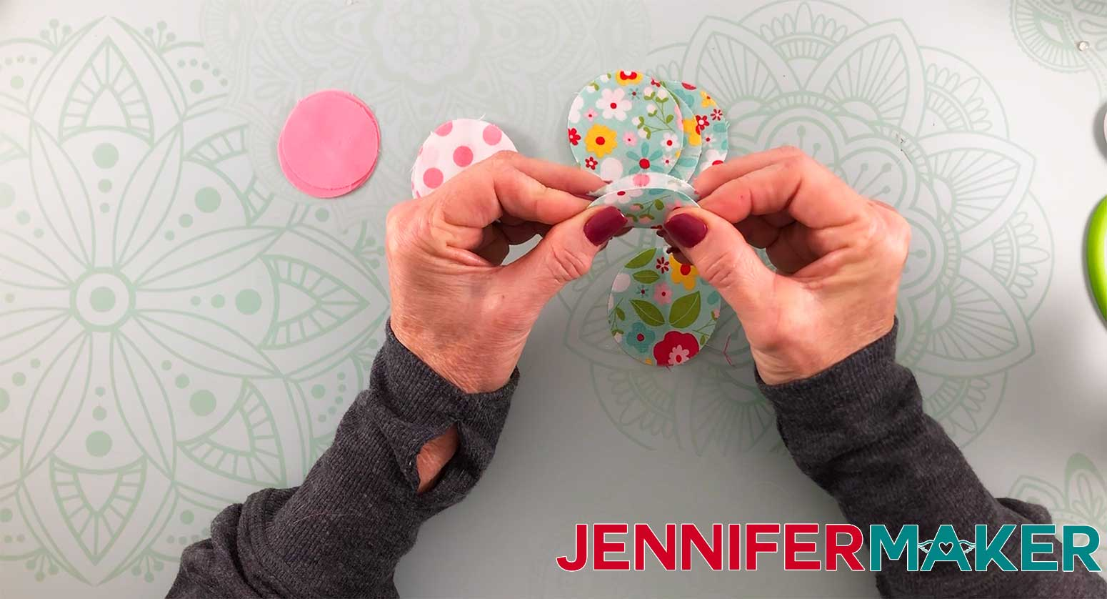 Hair-Bows-JenniferMaker-Fabric-bow-Step-1-assembly