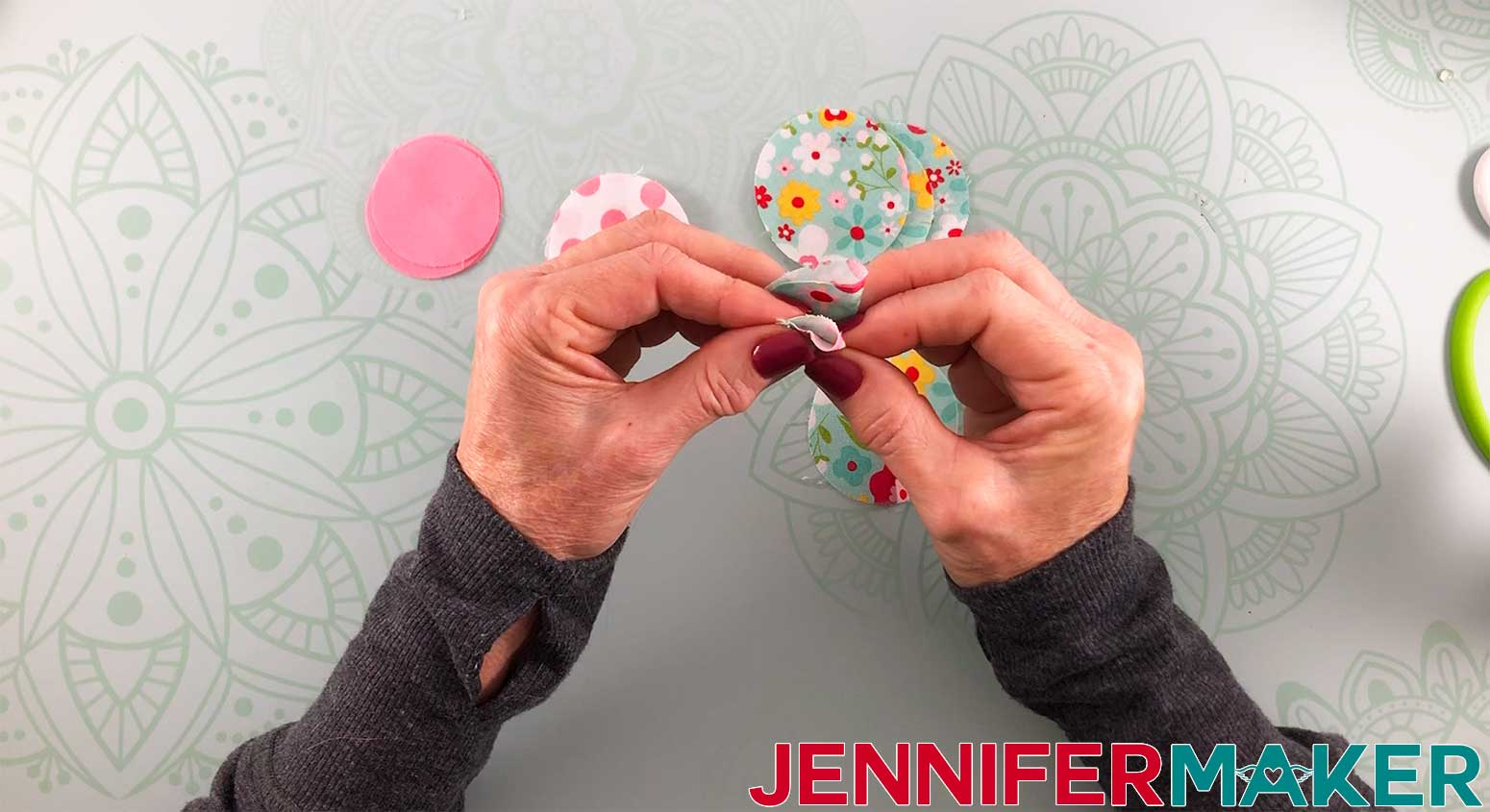 Hair-Bows-JenniferMaker-Fabric-bow-Step-2-assembly