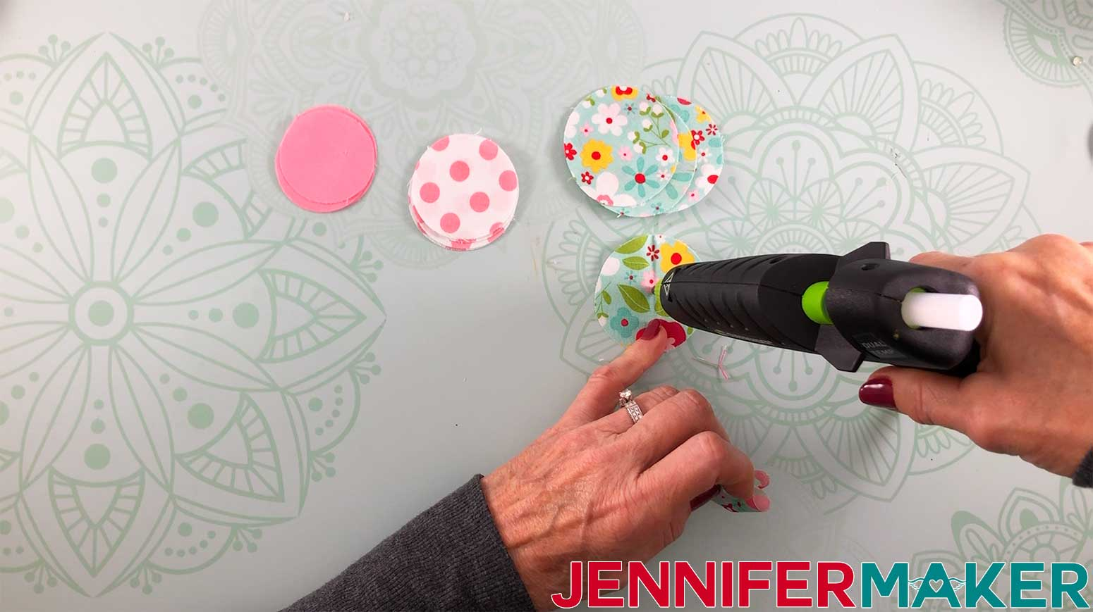 Hair-Bows-JenniferMaker-Fabric-bow-Step-4-assembly