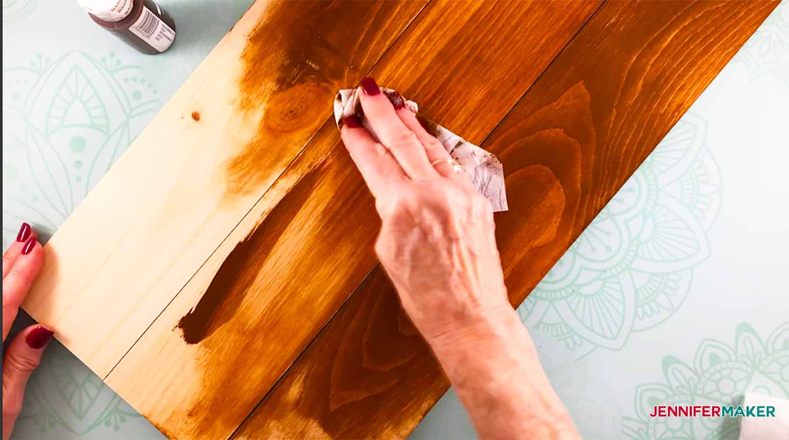Home-Board-Jennifermaker-applying-paint-with-baby-wipe