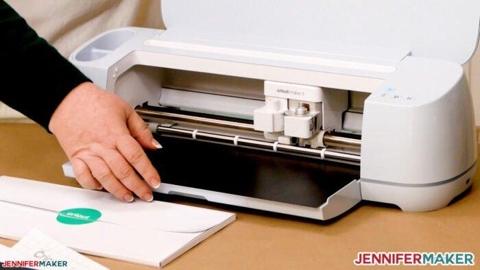 Cricut Maker 3 cutting smart vinyl without a mat -- so cool!