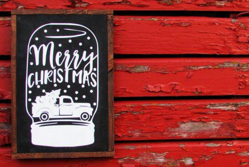 DIY Christmas Mason Jar Snowglobe Sign | How to Make a Custom Chalkboard Sign | Free Cut File | Silhouette Cameo | Cricut | DIY Christmas Decor