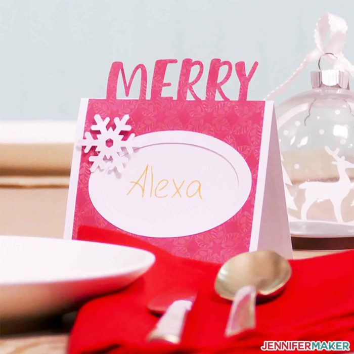 A Merry Christmas DIY holiday place card, made on a Cricut!