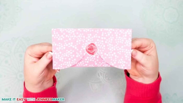 The finished pretty pink easy paper heart envelope card with rose sticker!