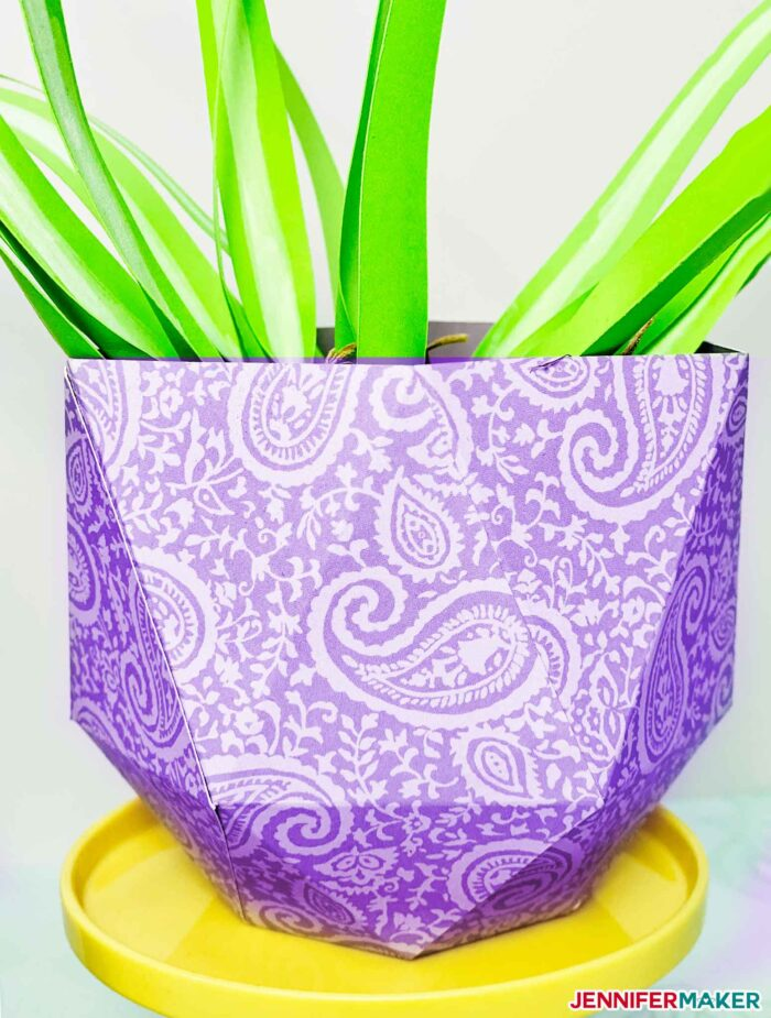 Wide and easy paper vase in lavender paisley cardstock