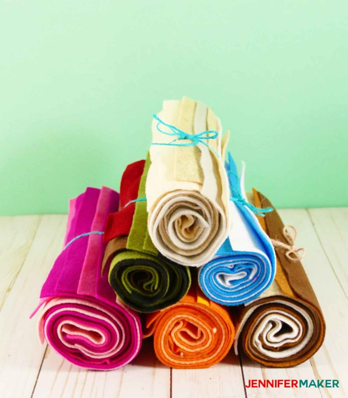 Roll up your felt to keep it unwrinkled and enable you to see all the colors -- this is a great fabric organization idea!