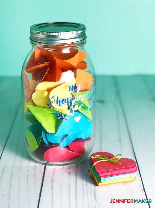 Easy Cricut Project: Make this Happiness Jar to celebrate all the things that make you happy! #cricut #happiness