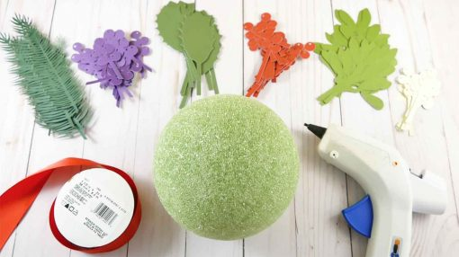 All the pieces you need to make your holiday kissing ball from paper!