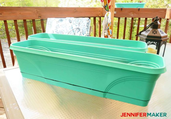 How to spray paint plastic planters with turquoise paint