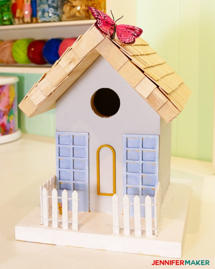 Make a painted birdhouse with our free birdhouse plans! | diy birdhouse