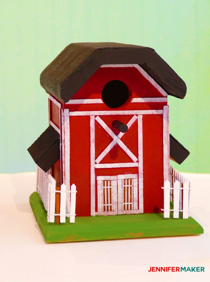 Make an old rustic barn birdhouse with our free birdhouse plans! | diy birdhouse