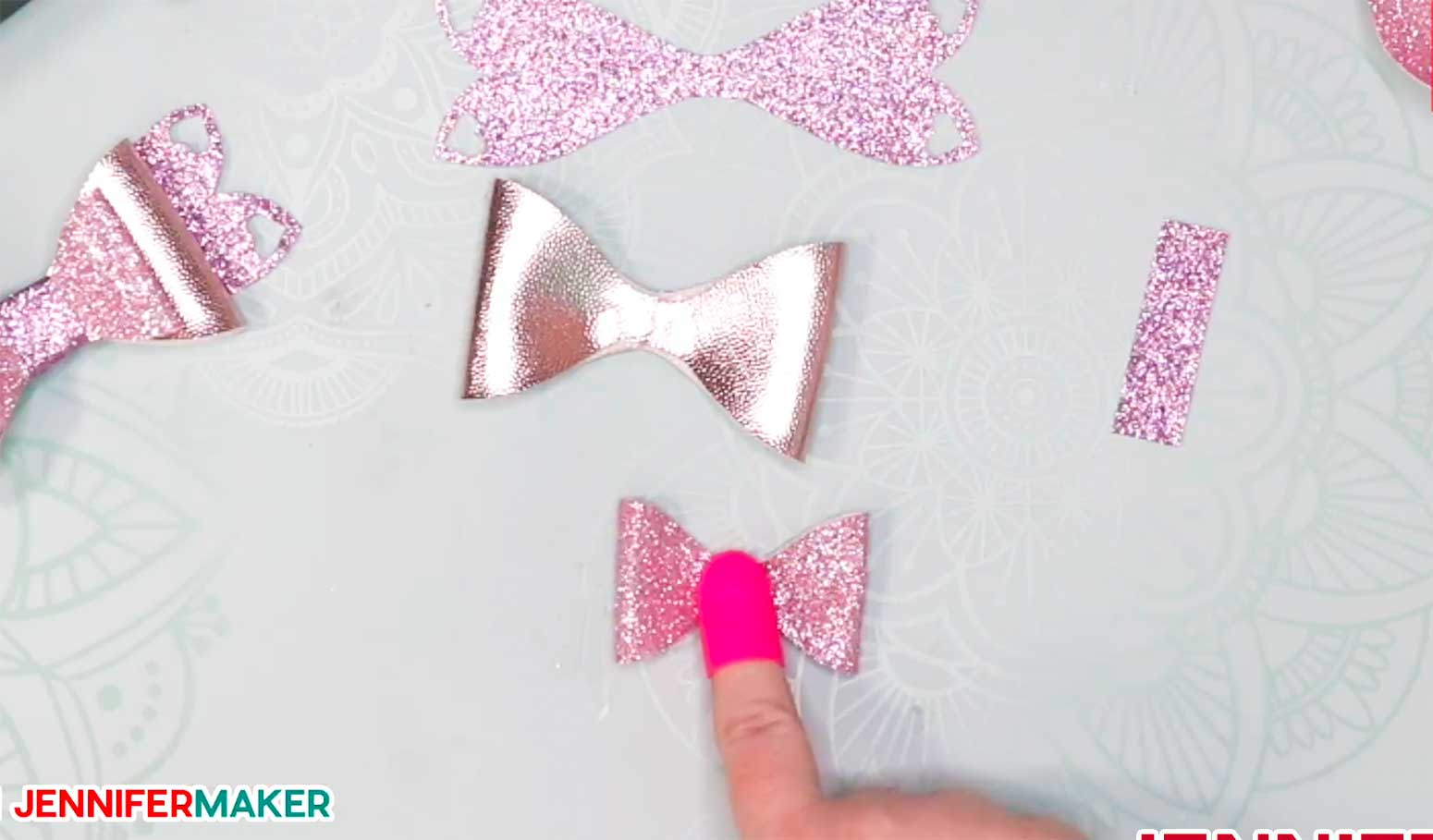 Making a small faux leather glitter hair bow