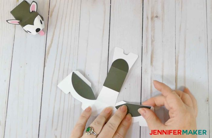 Folding the body of the paper dog