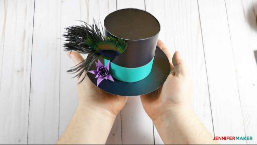 The finished mini top hat fascinator